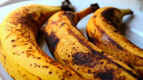 10 Surprising health benefits of eating dark-spotted bananas